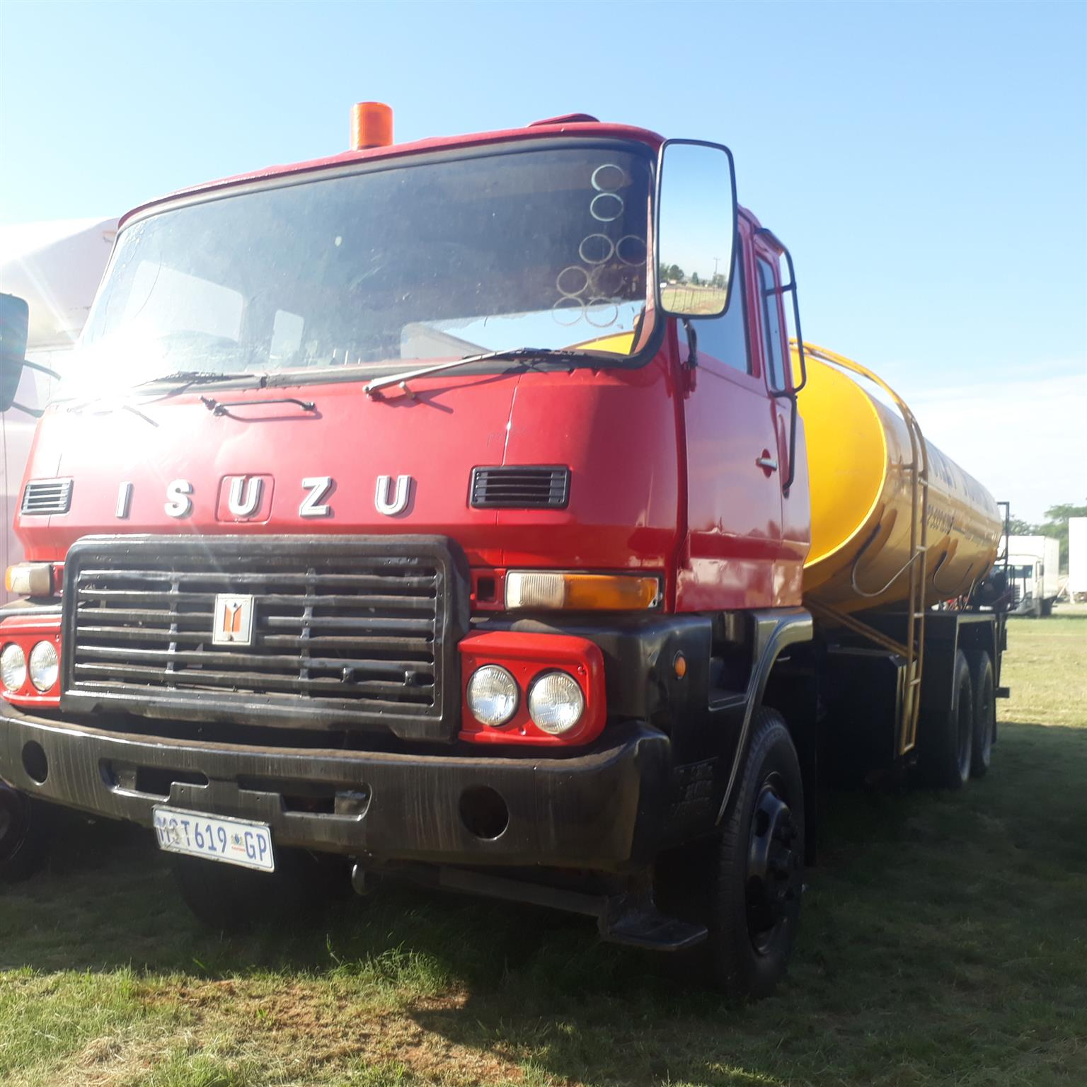 Isuzu 14000L honeysucker with pump