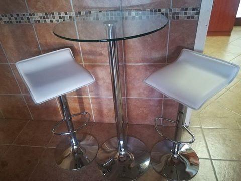 Table & 2 Barstools
