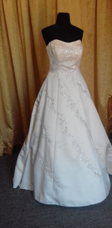 Wedding dresses, Ballgowns, evening dresses
