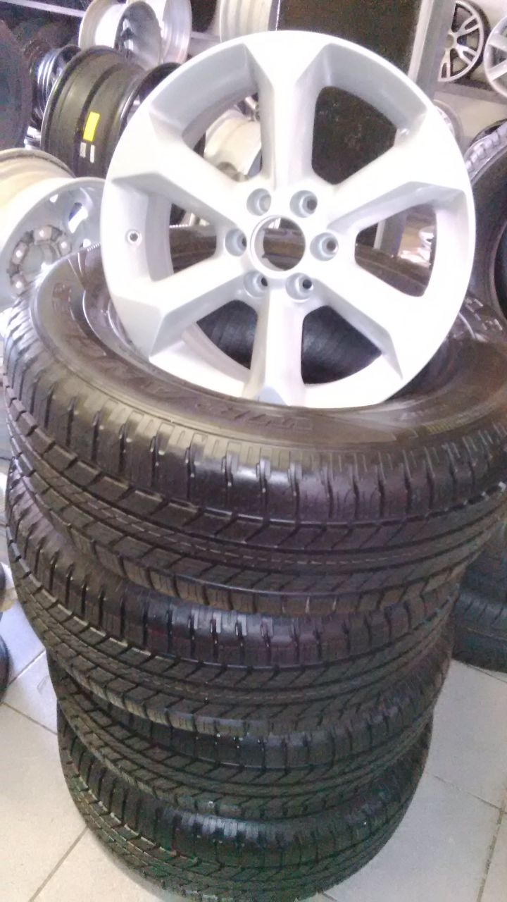Navara 17 mags with new tyres goodyear wrangler 265/65/17 hp all weather set combo