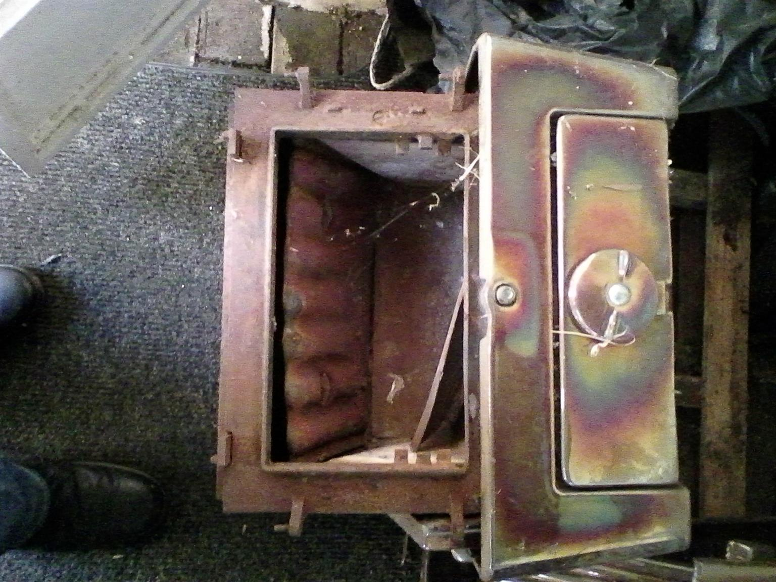 An old Anthracite heater. Essies. Good condition. PRICE: R2500 CASH CONTACT: James 084-734-7090
