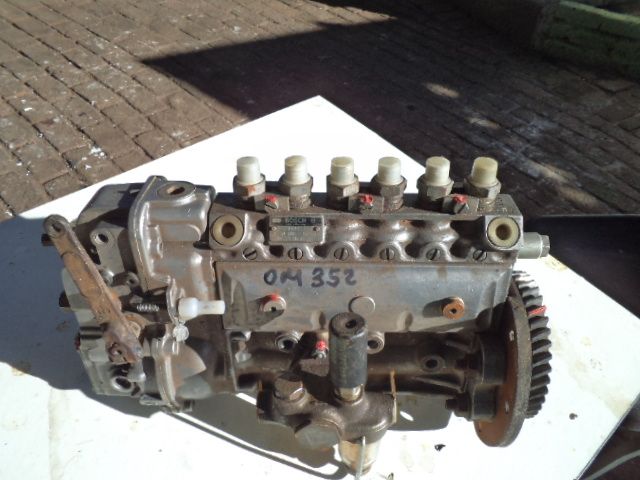 A.D.E. 352 injection pumps.