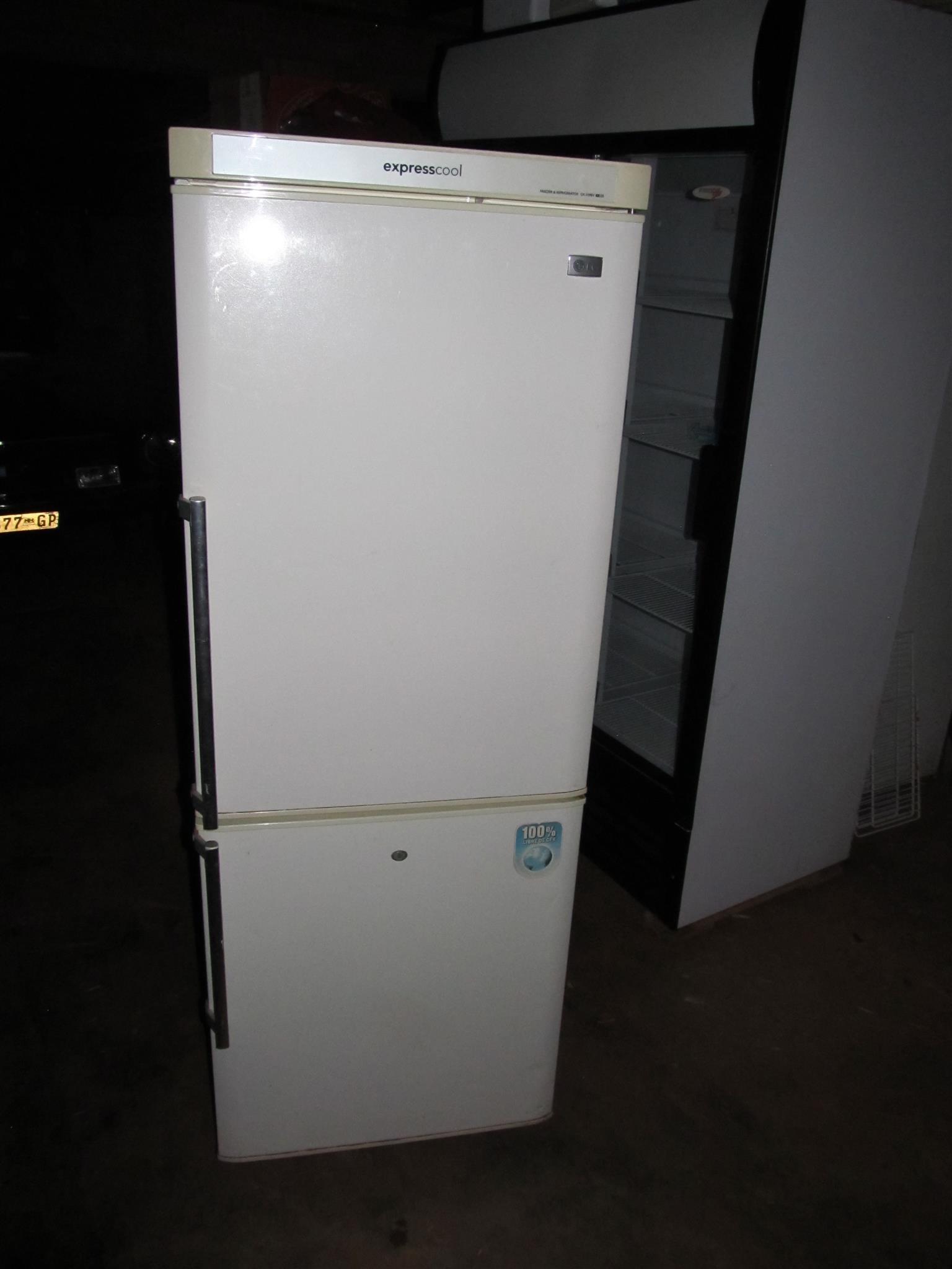 LG Expresscool Double door fridge/ freezer 260L