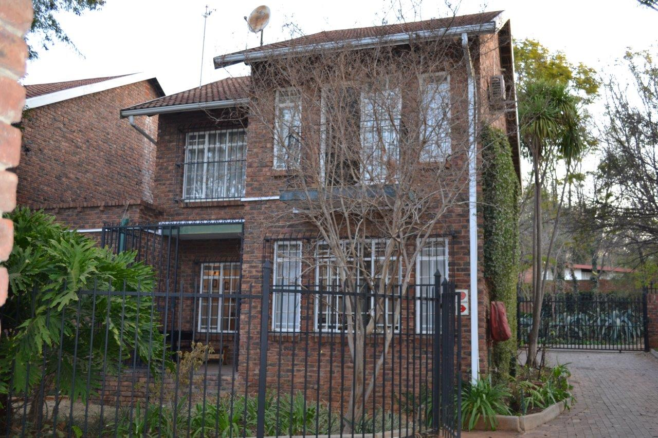 Beautiful, Three Bedroom Townhouse (About 125 Sqm) To Rent In Lynnwood Glen.