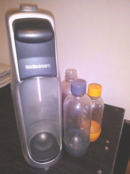 Soda stream masjien met 3 bottels en gas bottel