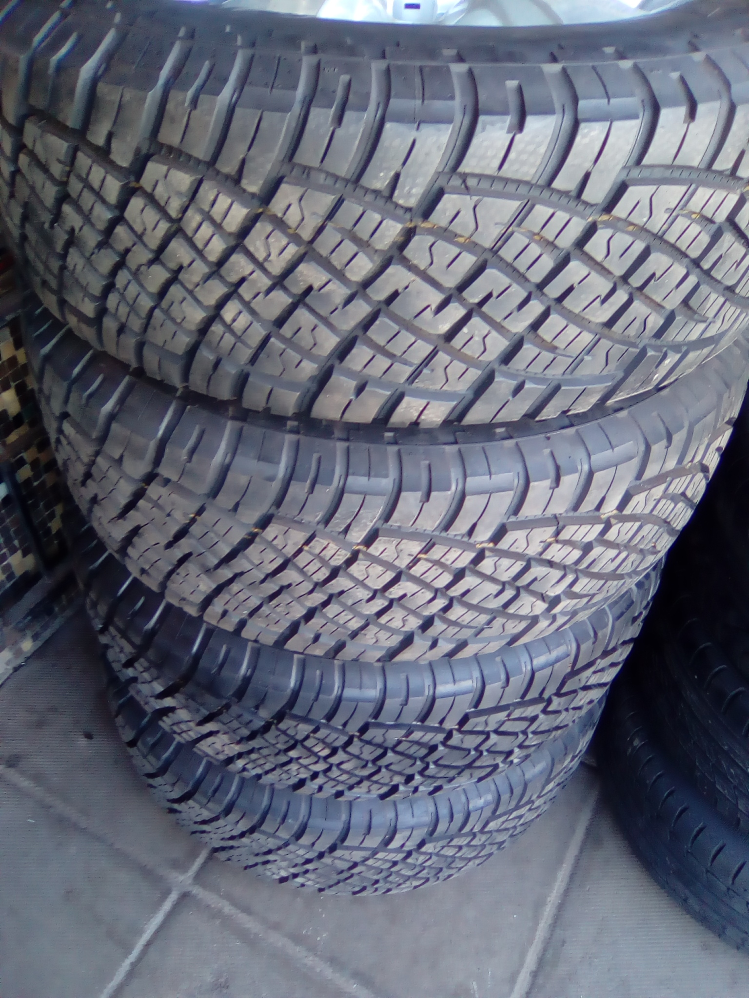 Isuzu rim and tyre