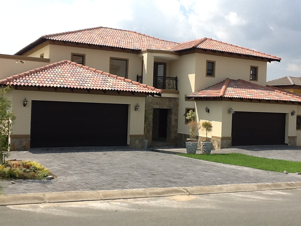 Stunning spacious 3 bedroom home on Blue Valley Golf Estate (Brand New)