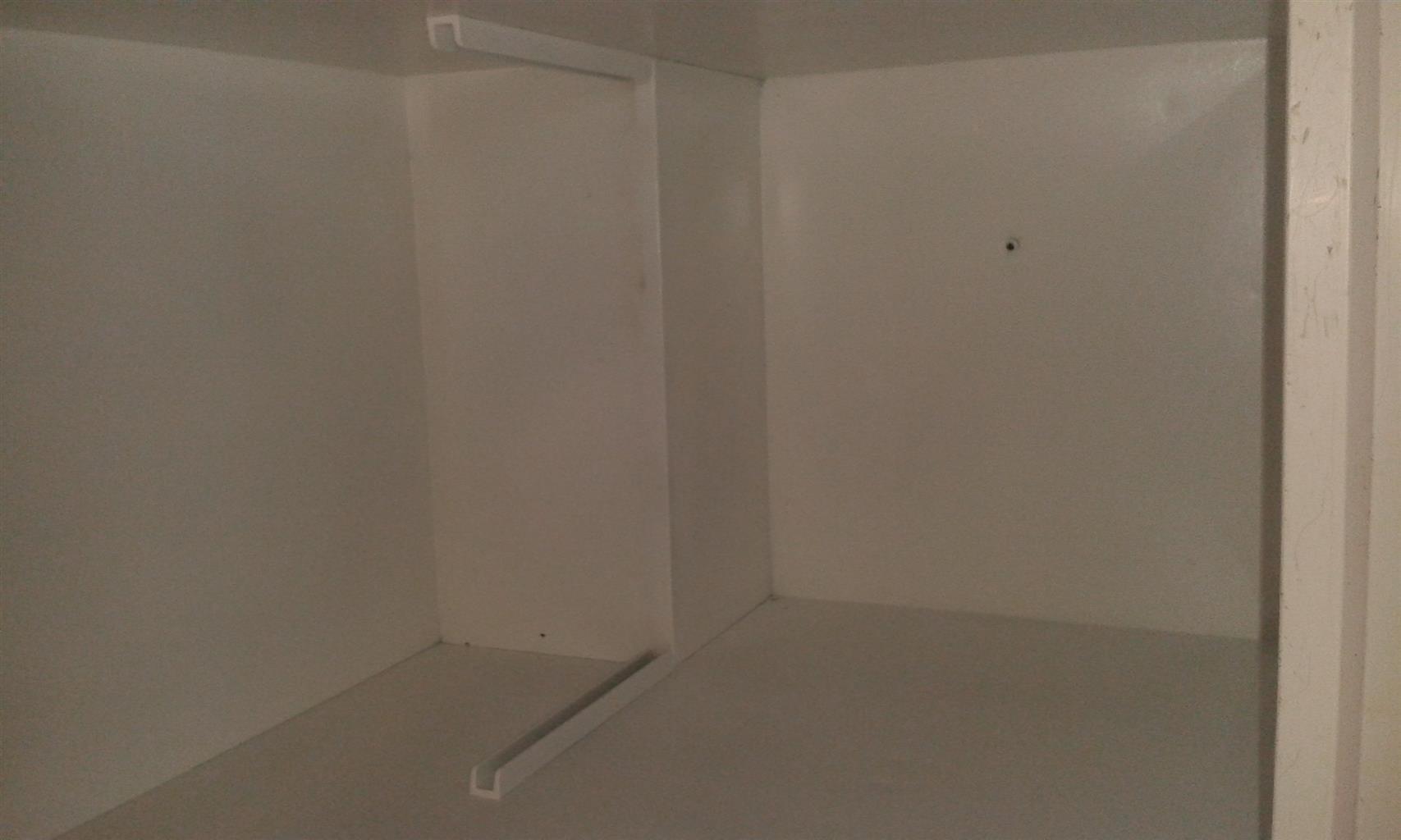 Freezer kic 225 lts R1650 and fridge with freezer fridge master R1750