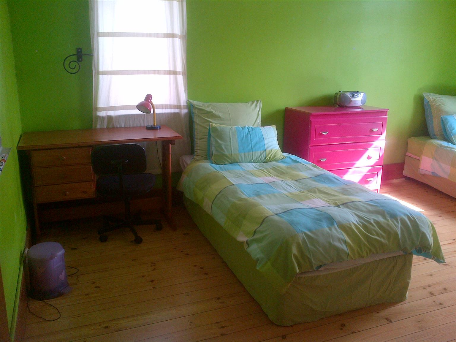 Lovely fully furnished rooms, recently renovated for female Students or single Ladies near Eastgate/Bedfordview