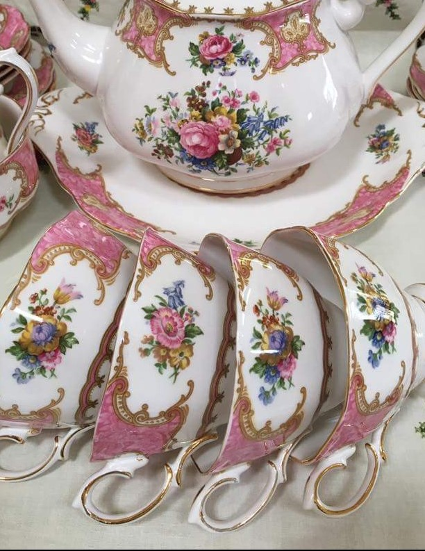 SELL YOUR ROYAL ALBERT TO ME