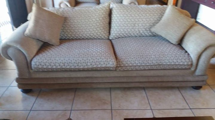 3 piece lounge suite in very good condition