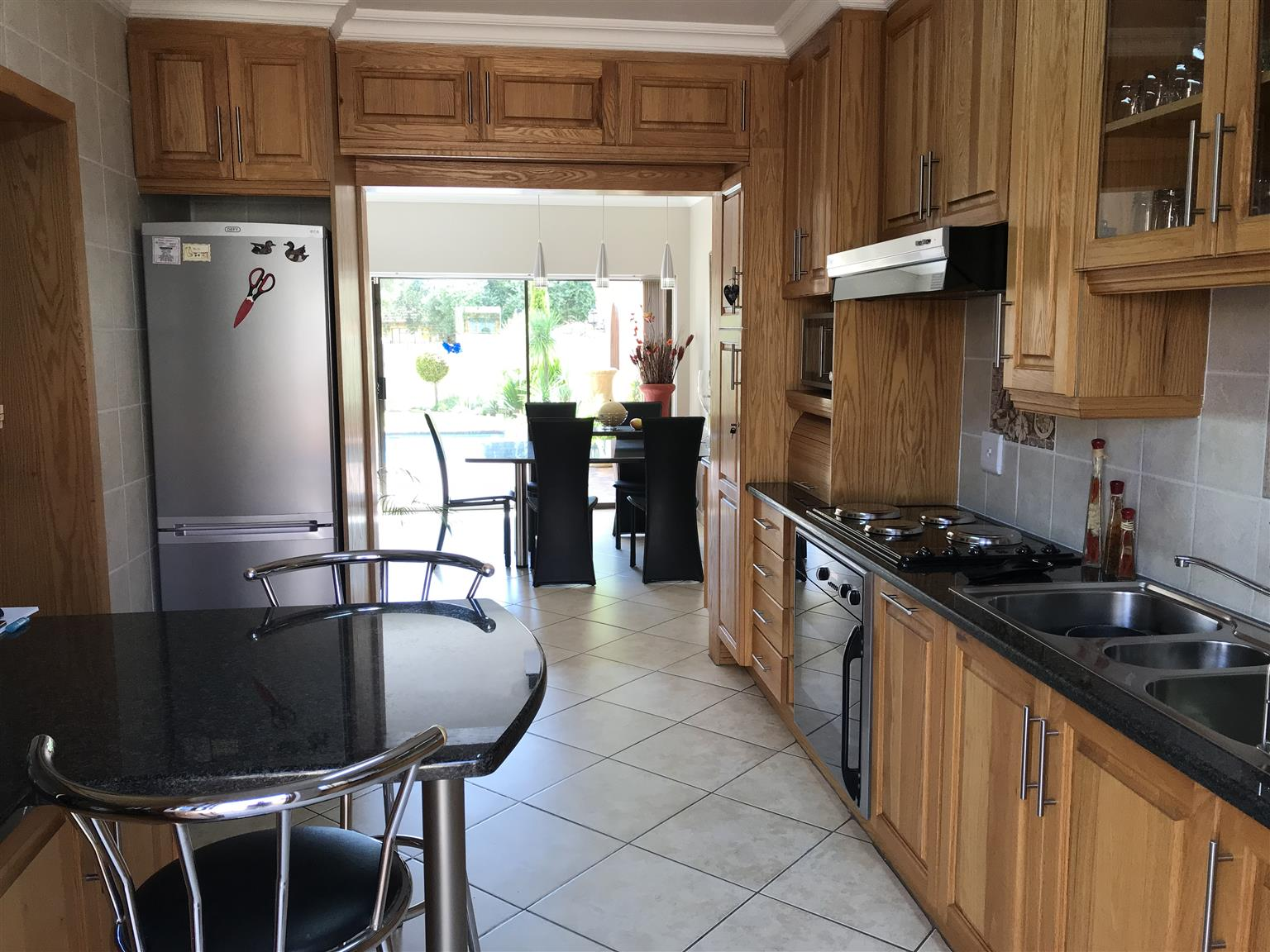 VERY SPACIOUS UPMARKET OPEN PLAN DUPLEX TOWNHOUSE, COMPLETELY UPGRADED AND RENOVATED FOR SALE!!!!!