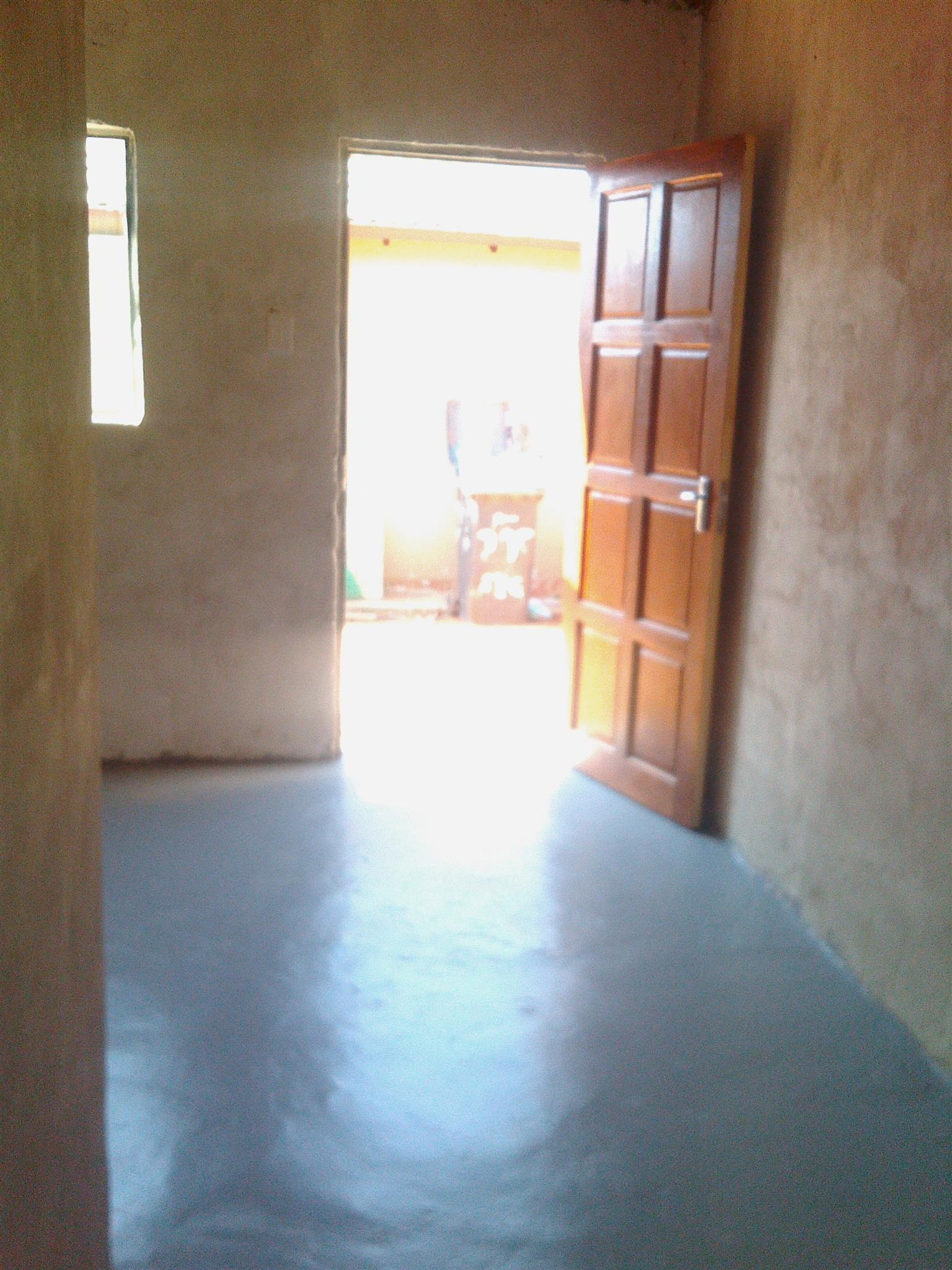 Room to rent in Lotus Gardens available 01Mar2018