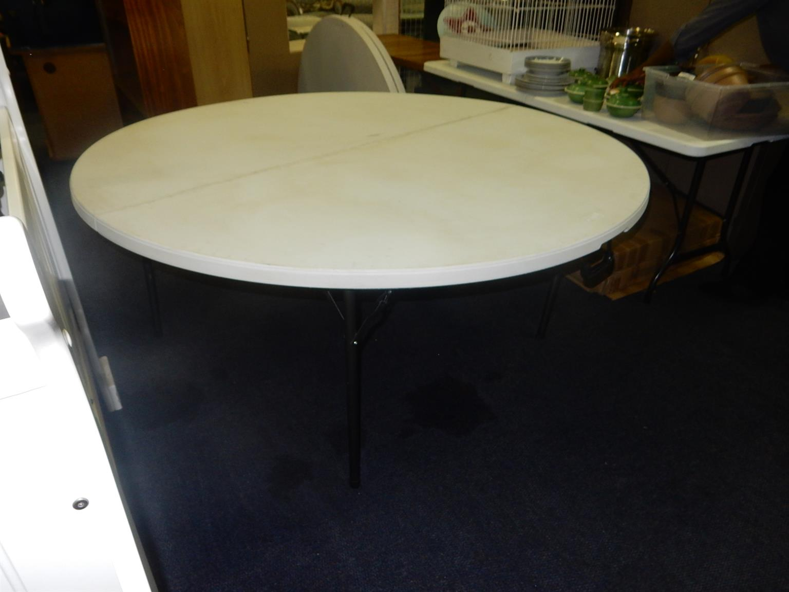 2x Home 1 Round Plastic Table