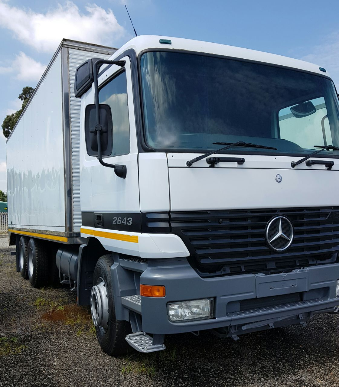 2000 Mercedes-Benz 2643 double diff Volume Body truck for sale ...