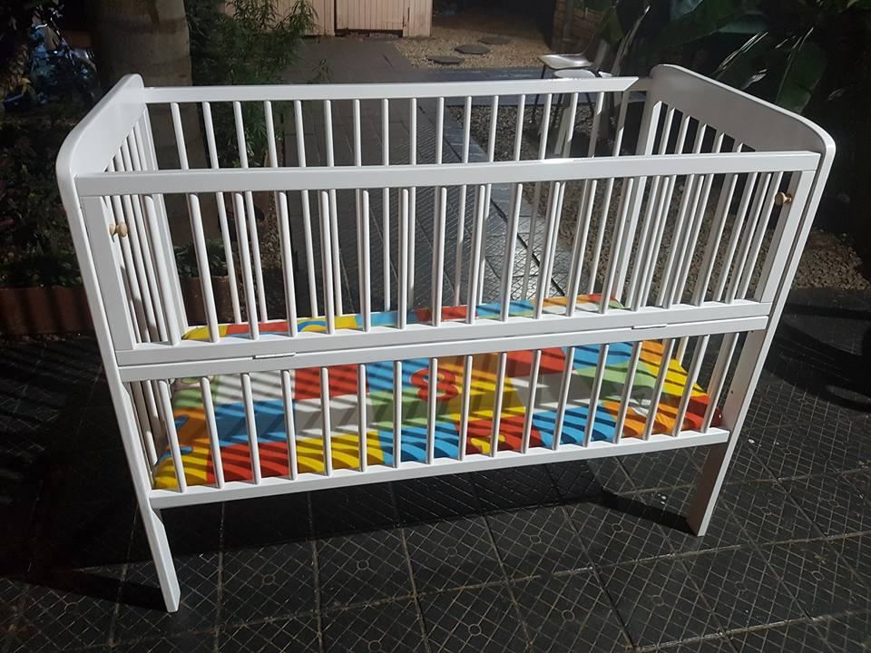 Clean & Neat baby cot for Sale