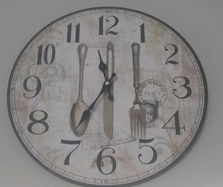 Round kitchen wall clock