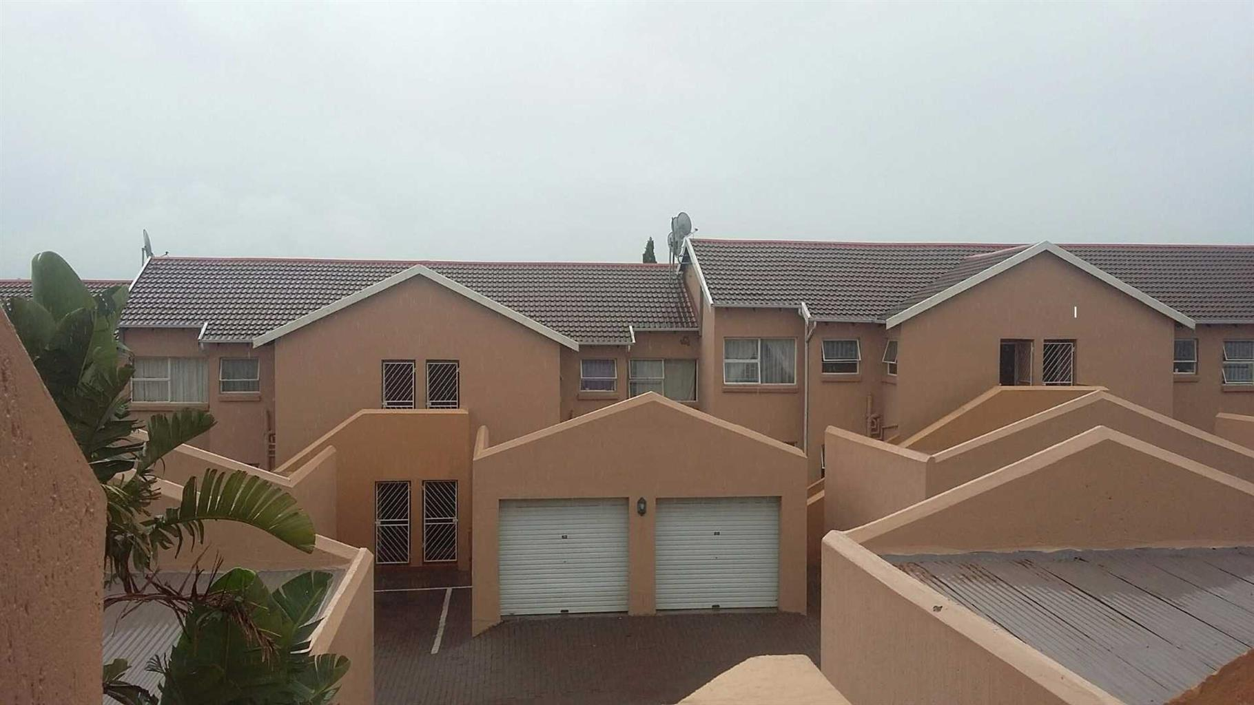 Midrand - Fully furnished 2 bedrooms 1 bathroom apartment available R10000