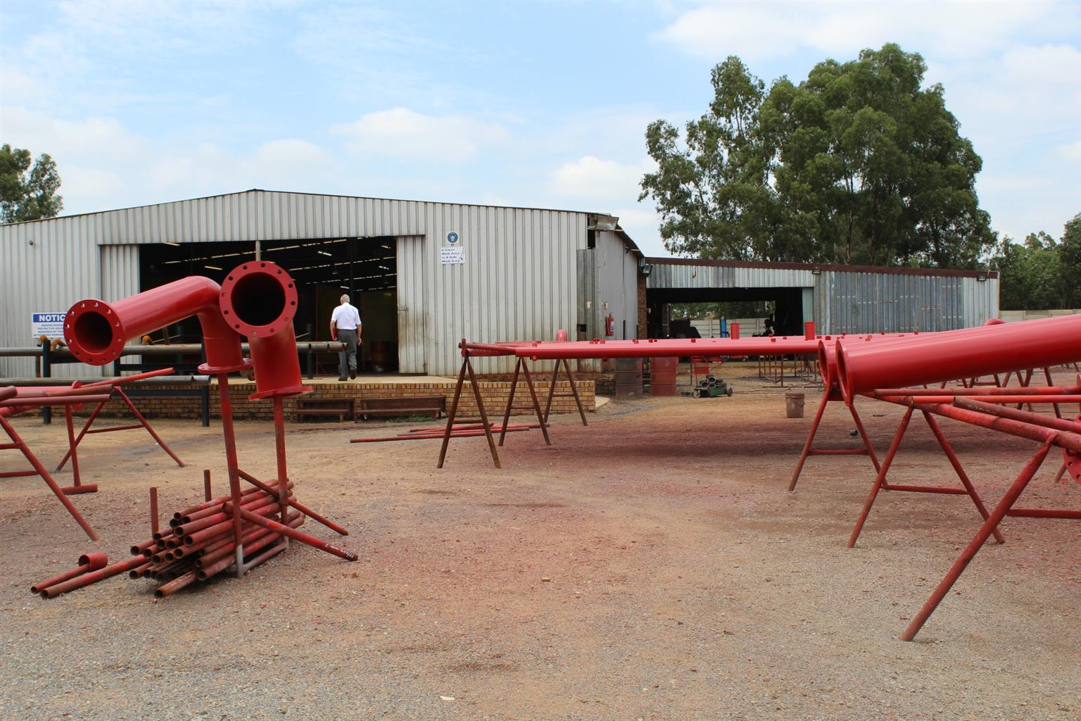 BENONI-LIGHT INDUSTRIAL ZONED - 2Ha--APPROX 1450  SqM WORKSHOP UNDER-ROOF PLUS!!
