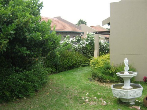 2 bedroom unit in Midrand available 1st of January.