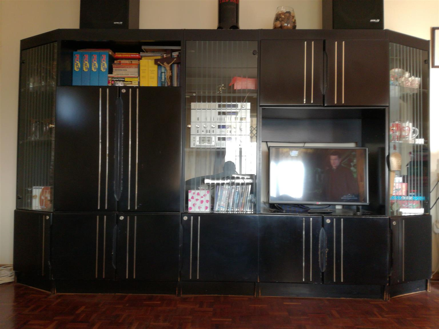 5 PIECE WALL UNIT (TV, BOOKS ETC NOT INCLUDED!)