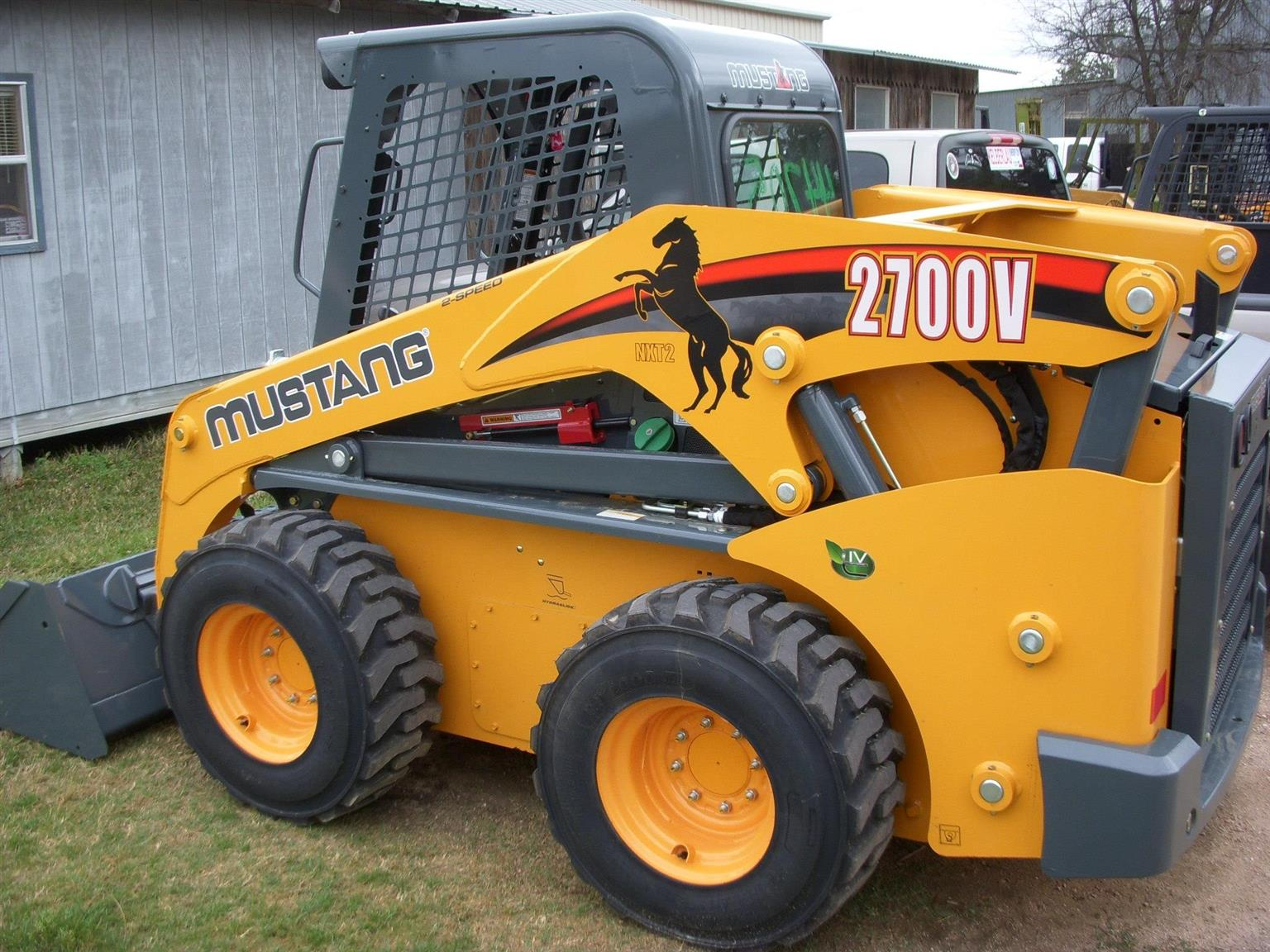 SKID STEER - 7 HOURS USAGE 2015 MODEL