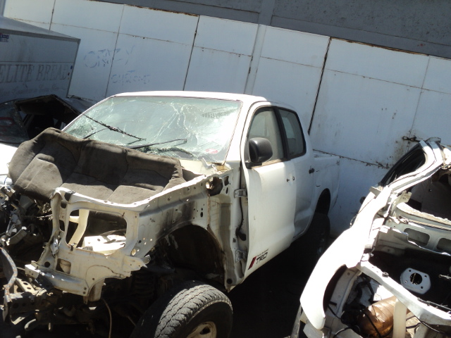 TOYOTA HILUX D4D STRIPPING FOR SPARES