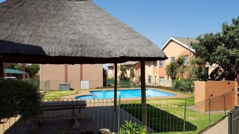 Germiston - Immaculate 2 bedrooms 1 bathroom apartment for sale R525000