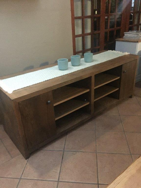 TV/Plasma Stand. Modern Oak washed. Stunning unit an excellent quality