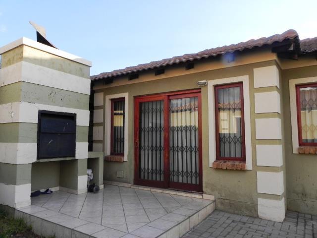 2 Bedroom free standing simplex to let in Arundo Estate