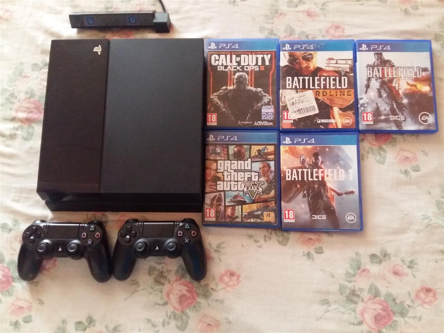 Ps4, 2 Controllers , 5 games and Camera