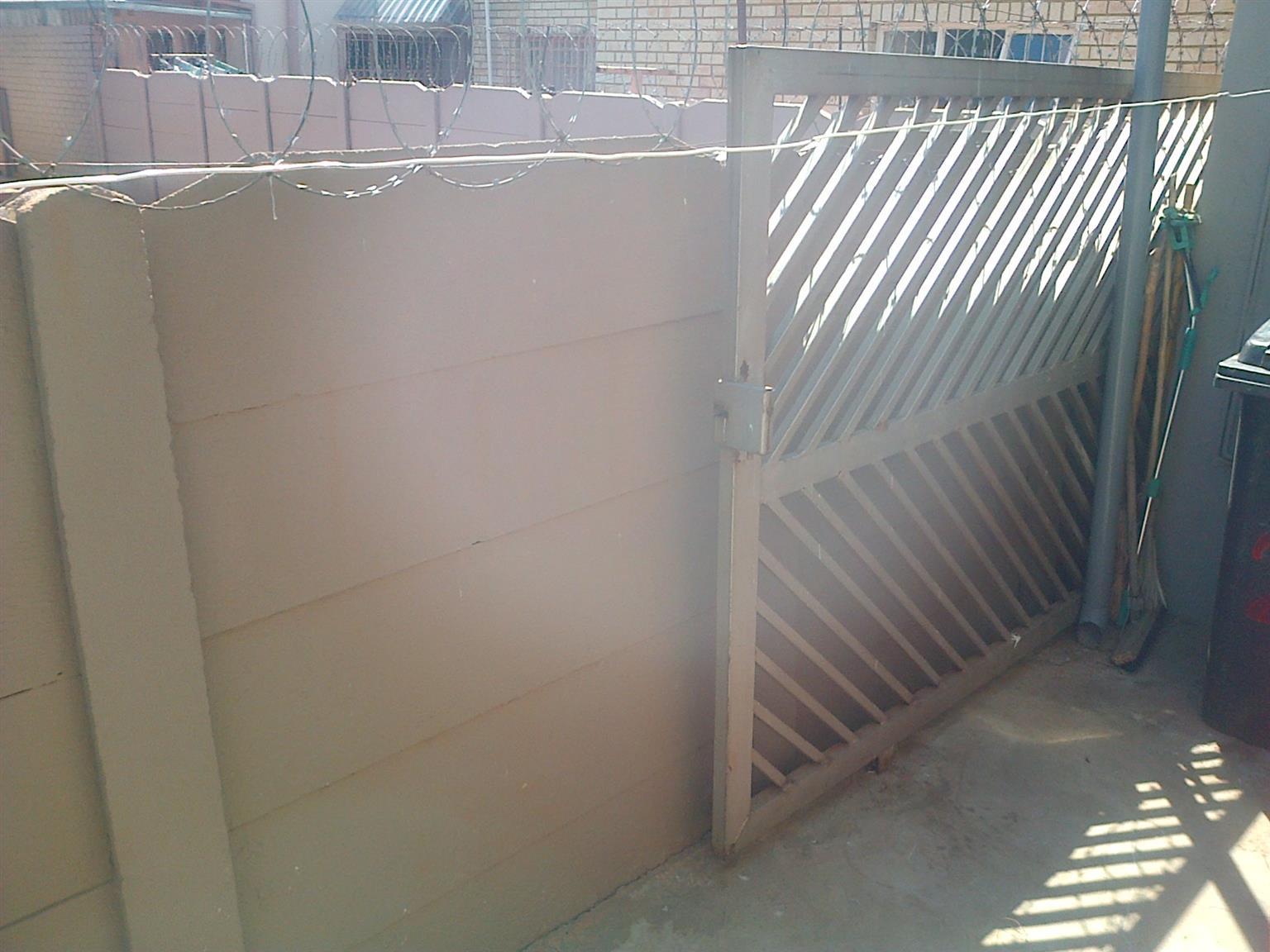 Bargain Solid Heavy Duty Driveway Gate