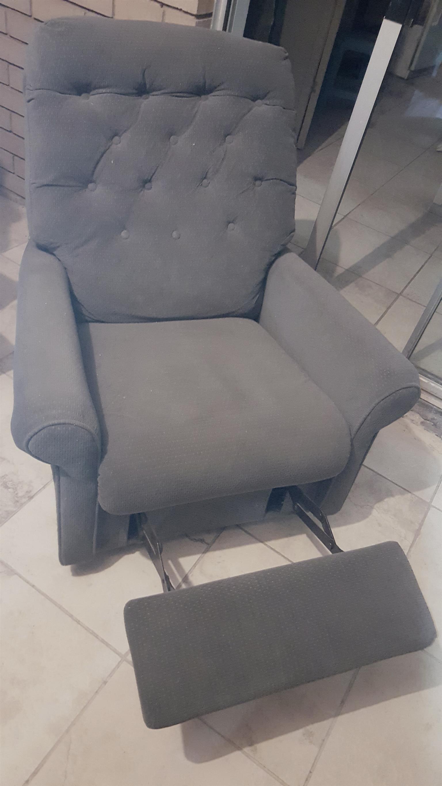 Reclining rocking chair. Grey.