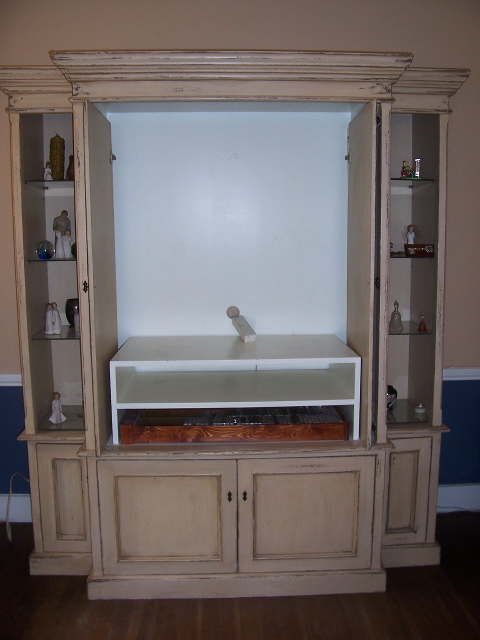 Large Armoire/ Wall Unit R5000 neg | Junk Mail