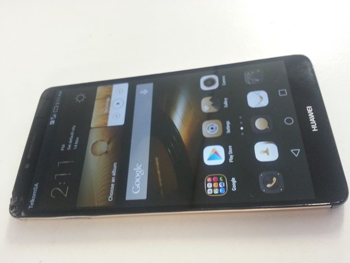 Huawei Mate 7 with fingerprint scanner,