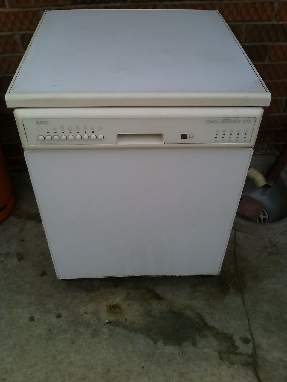 AIG second hand dishwasher, KIK fridge & Whirlpool vary chest freezer
