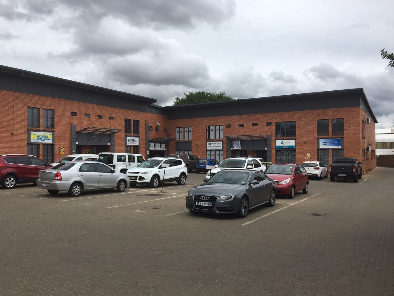 ATTENTION INVESTORS!!! MINI FACTORY / WAREHOUSE FOR SALE IN HENNOPS PARK, CENTURION!