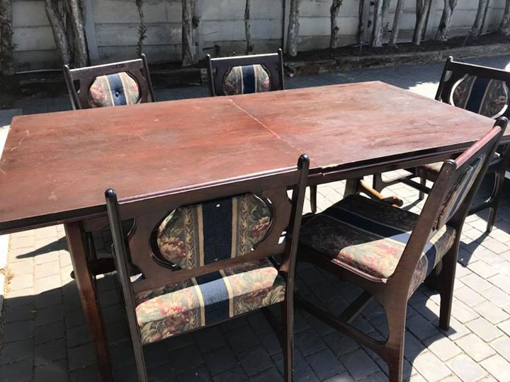 8 Seater Diningroom Table And Chairs