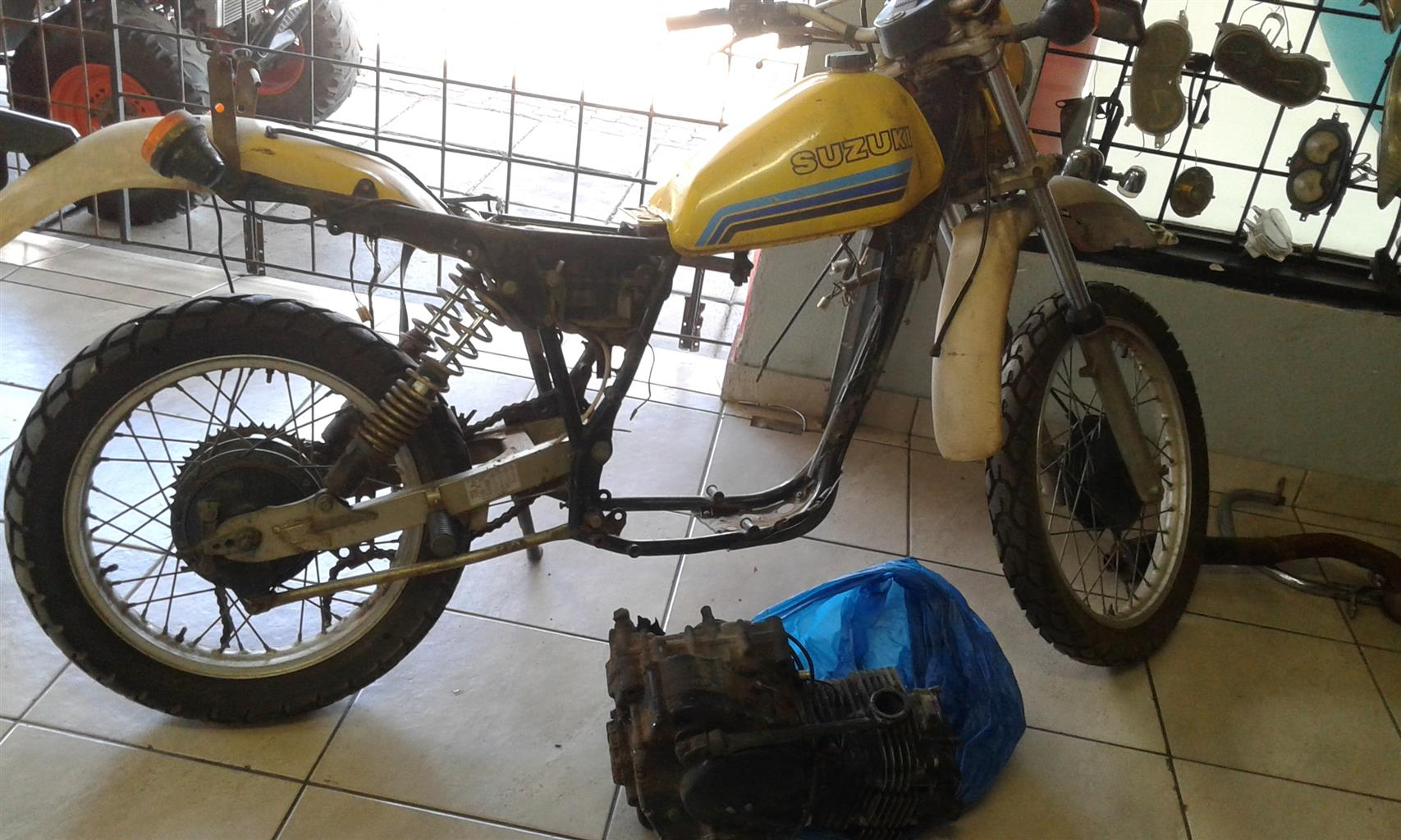 Suzuki DR 500 stripping for spares. Boksburg Bike Scrapyard
