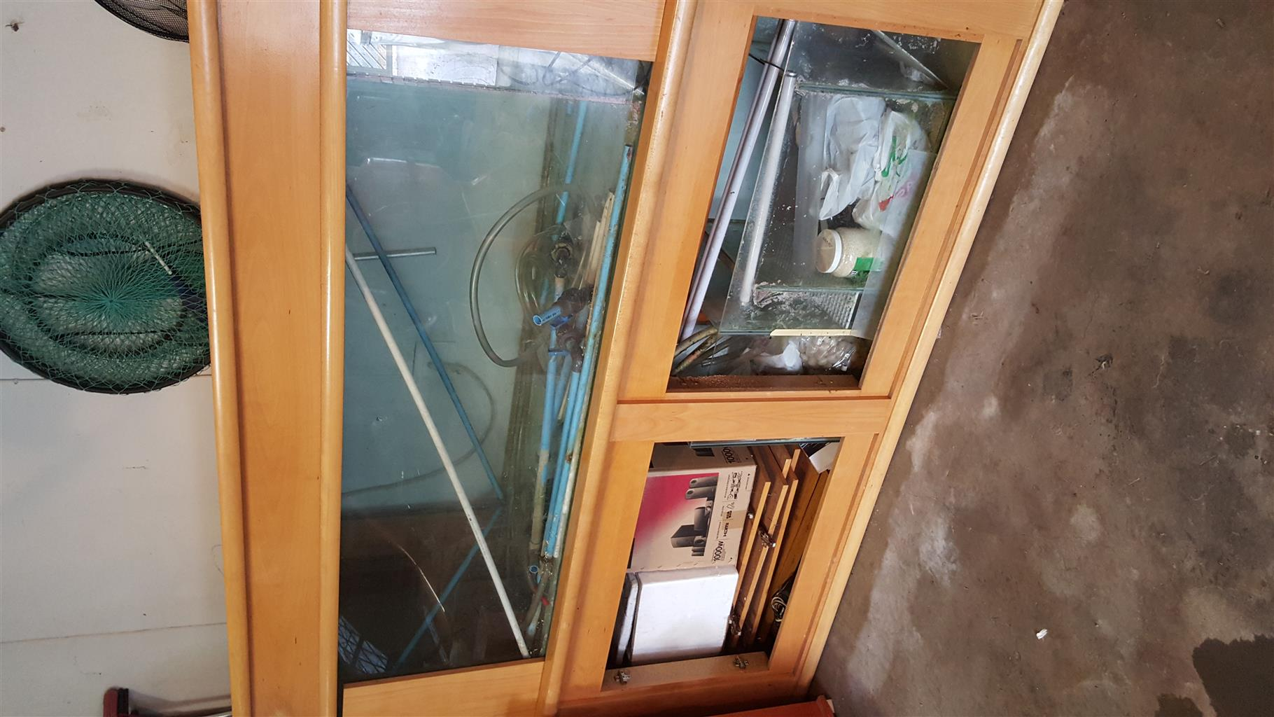 Marine Fishtank for sale.Includes Sump and cabinets. 6 Foot (1.8m)Doors on both sides.