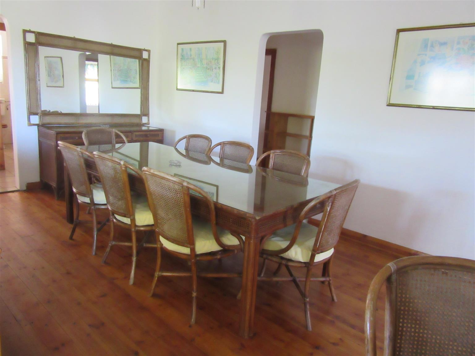 UMTENTWENI 4 BEDROOM HOUSE FOR SALE + COMPLETELY SEPARATE 1 BEDROOM COTTAGE R990,000 FULLY TENANTED