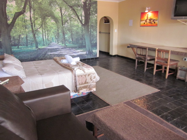 Spacious / furnished / covered parking / town central / bathroom ensuite / airconditioner