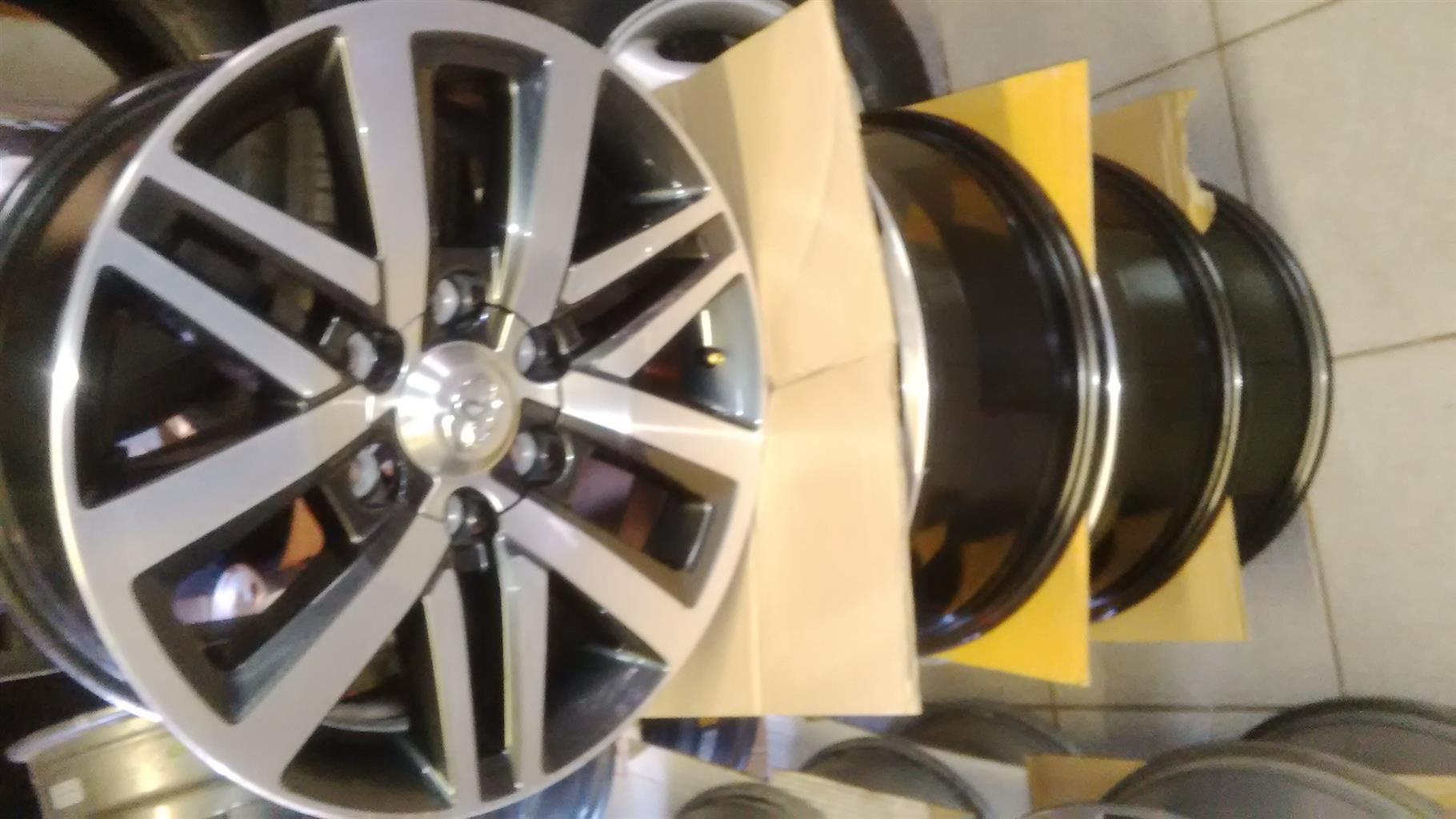 Toyota hilux/fortuner original 18'' new speck set of rims 4x with center caps r7499