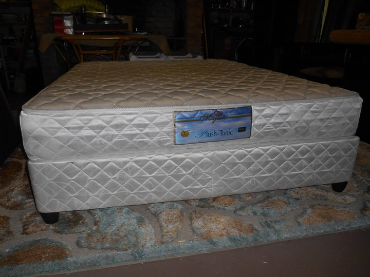ALMOST BRAND NEW QUEEN SIZE BED