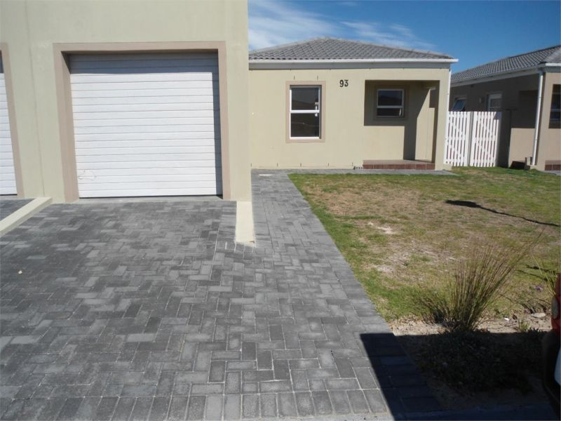 2 AND 3 BEDROOM TOWN HOUSES, SORALIA VILLAS, MUIZENBERG