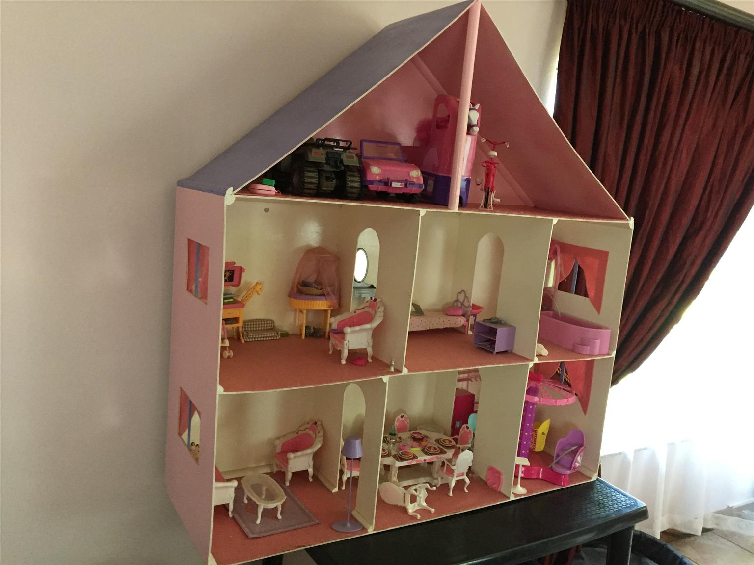 Barbie Doll House 18 Dolls Junk Mail