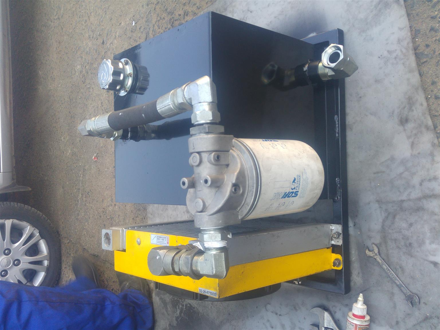 hydraulic tank with oil cooler