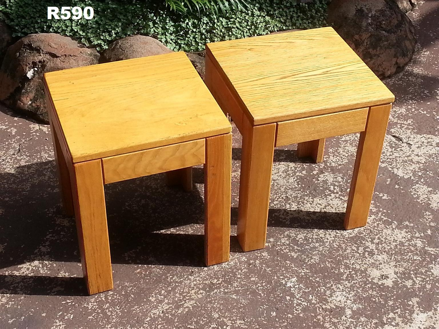 2 x Solid Oak Side Tables (350x350x410)
