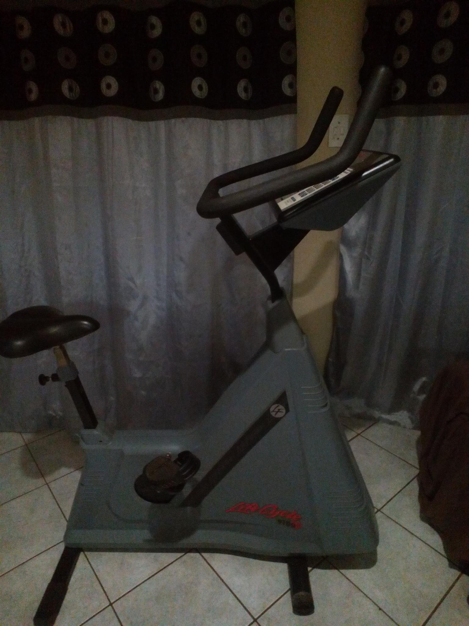 commercial exercise bike, lots of programs and settings