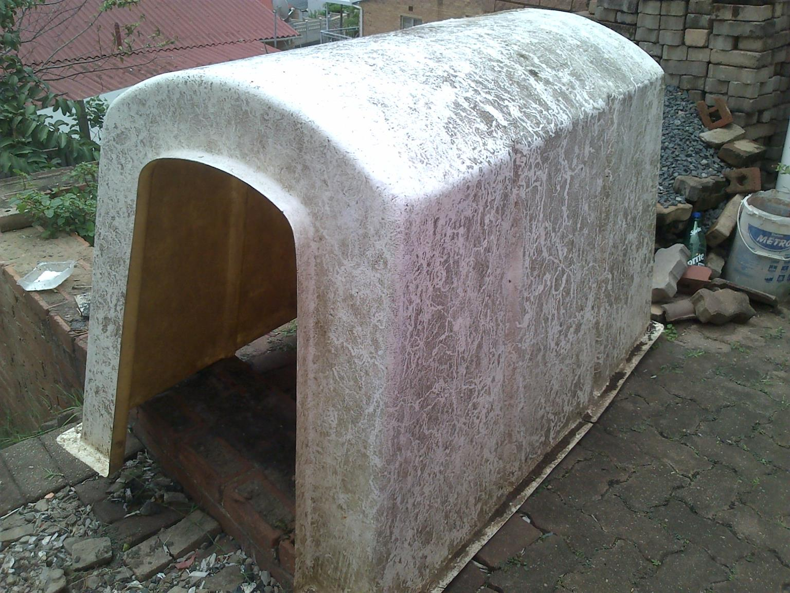 KENNEL FOR LARGE DOGS, GOOD CONDITION, HARDLY USED R500